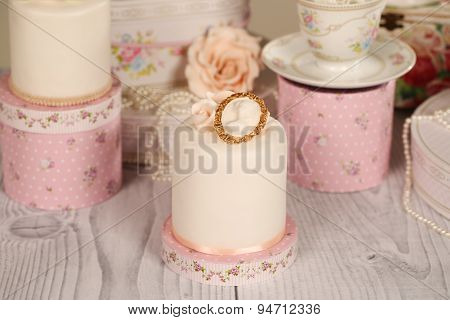 Mini Cakes With Icing
