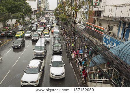 BANGKOK THAILAND - OCT 2 : crowd on bus stop in rainning day in Pratunam area on october 2 2016 thailand.