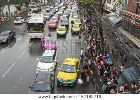 BANGKOK THAILAND - OCT 2 : taxi service in traffic jam in rainning day in Pratunam area on october 2 2016 thailand.
