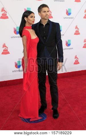 LAS VEGAS - NOV 17:  Roselyn Sanchez, Eric Wynter at the 17th Annual Latin Grammy Awards at T-Mobile Arena on November 17, 2016 in Las Vegas, NV
