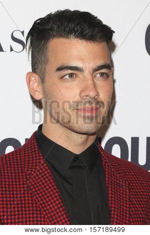 LOS ANGELES - NOV 14:  Joe Jonas at the Glamour Women Of The Year 2016 at NeueHouse Hollywood on November 14, 2016 in Los Angeles, CA