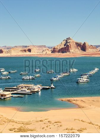 The Lake Powell with the typical houseboats.