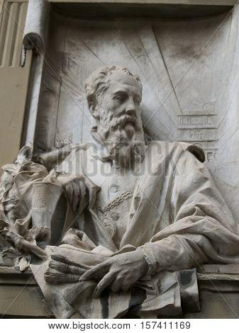 Giorgio bust Vasari at Piazza Grande in Arezzo