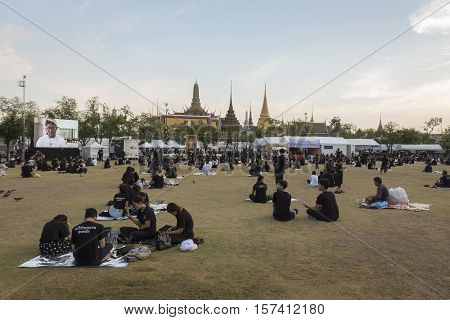 BANGKOK THAILAND - OCT 28 : life of mourners at Sanam Luang while the body of Thailand Bhumibol Adulyadej keep in Grand Palace on october 28 2016