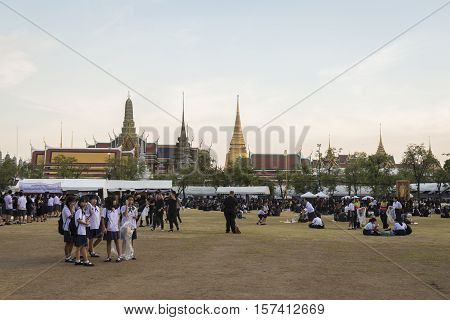 BANGKOK THAILAND - OCT 28 : the mourners at Sanam Luang while the body of Thailand Bhumibol Adulyadej keep in Grand Palace on october 28 2016