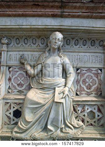 the Fonte Gaia (Fountain of Joy) Piazza del Campo Siena.