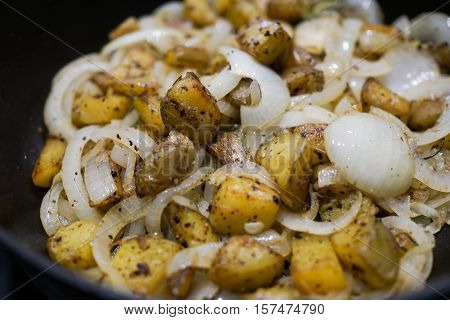 Cooking Butter stir fried potatoes with onion