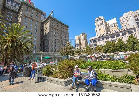 San Francisco, CA, USA - August 17, 2016: tourists resting sitting on the steps of Union Square, the central square of San Francisco, Market Street, known as the place shopping and luxury hotels.