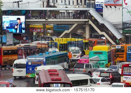 BANGKOK, THAILAND, OCTOBER 03, 2016 : Messy traffic jam at the Victory Monument under heavy rain in Bangkok, Thailand