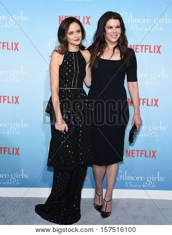 LOS ANGELES - NOV 18:  Alexis Bledel and Lauren Graham arrives to the Netflix's 'Gilmore Girls: A Year In The Life' Premiere on November 18, 2016 in Westwood, CA