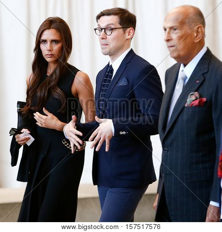 NEW YORK-MAY 5: (L-R) Victoria Beckham, a guest, and Oscar de la Renta (R) at the Anna Wintour Costume Center Grand Opening at the Metropolitan Museum of Art on May 5, 2014 in New York City.