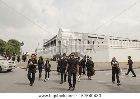 BANGKOK THAILAND - OCT 29 : The crowd of mourners on Maharaj Road near Wat Phra Kaew while the funeral of king Bhumibol Adulyadej in Grand Palace on october 29 2016