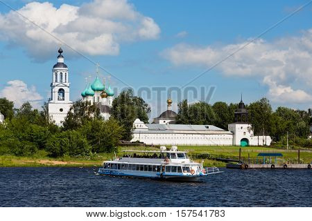 Cruise passenger ship goes over a large river vlogs, Russia