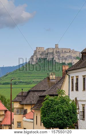 View Spis Castle in Slovakia. The city's attractions.