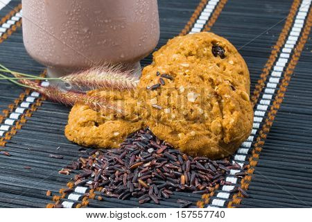 oat and meal rasin cookies on mat