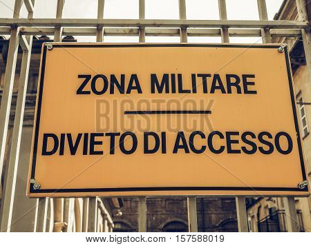 Vintage Looking Militare Zone