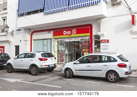 ESTEPONA SPAIN - OCT 20 2016: Maxi Dia supermarket of the spanish chain Distribuidora Internacional de Alimentacion S.A.