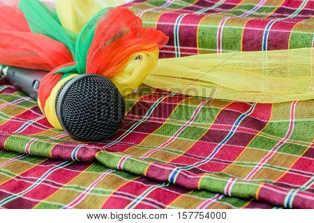 microphone is encased with a rag and place it on a piece of colorful cloth