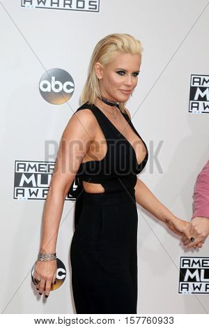 LOS ANGELES - NOV 20:  Jenny McCarthy at the 2016 American Music Awards at Microsoft Theater on November 20, 2016 in Los Angeles, CA