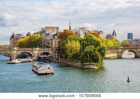 Ile De La Cite In Paris