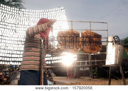 Solar-Barbecued chicken or pork from a glass.