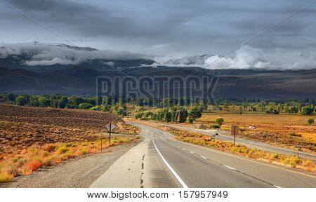 Scenic highway 395 through eastern Sierra mountains