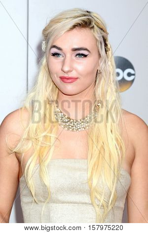LOS ANGELES - NOV 20:  Maty Noyes at the 2016 American Music Awards at Microsoft Theater on November 20, 2016 in Los Angeles, CA