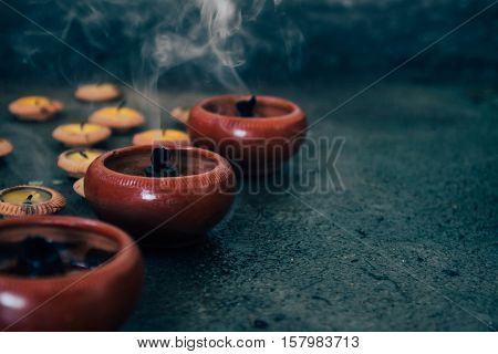 Extinguish candle or beeswax in dark and smoke