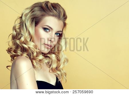 Blonde  Woman  With Long , Healthy And   Shiny Curly Hair .  Beautiful  Model Girl  With Wavy Hairst