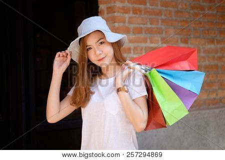 Holiday Shopping Young Woman Carry A Shopping Bag On Shopping Mall And Smile On Face.