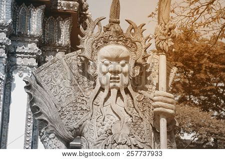 Bangkok,thailand-apr 15,2018: Giant Wat Pho Is A Sculpture At The Entrance To The Temple Or The Tetr