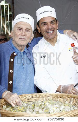 LOS ANGELES, CA - NOV 23: Kirk Douglas; Antonio Villaraigosa at the Los Angeles Mission serving of it's traditional Thanksgiving meal on November 23, 2011 in Los Angeles, California