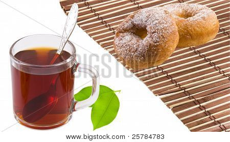 tea, bagels and tea leaves