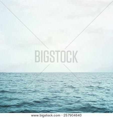 Sea Sea Waves And Beauty Sky Background