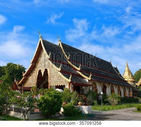 Ancient Famous Wat Chiang Man - Beautiful Golden Buddhist Temple, Oldest Temple In Chiang Mai, North