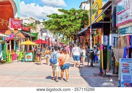 Playa Del Carmen, Mexico - Dec. 26, 2019: Visitors Enjoy Shopping On Famous 5th Avenue In The Entert