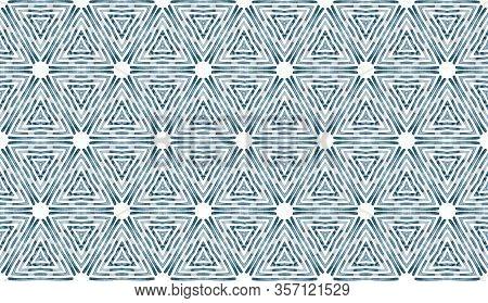 Shibori Zig Zag Indigo Triangles Print. Geometrical Seamless Pattern With Triangle Scale Layout. Blu