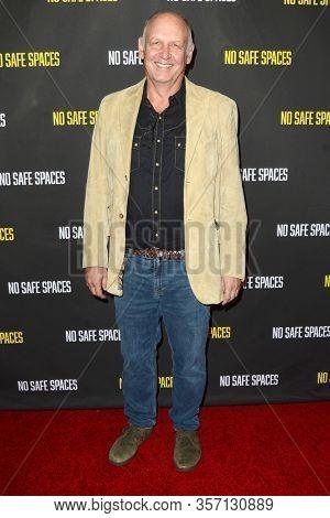 LOS ANGELES - NOV 11:  Nick Searcy at the