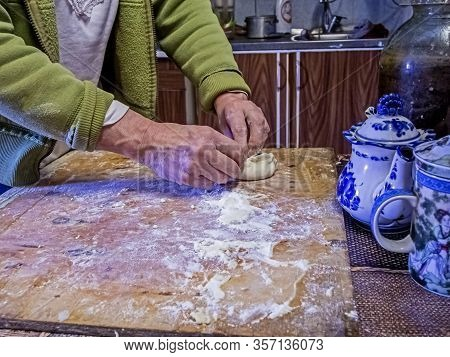 Uncooked Pies, Pinching The Edges Of A Pie With A Filling, The Process Of Preparing Pies