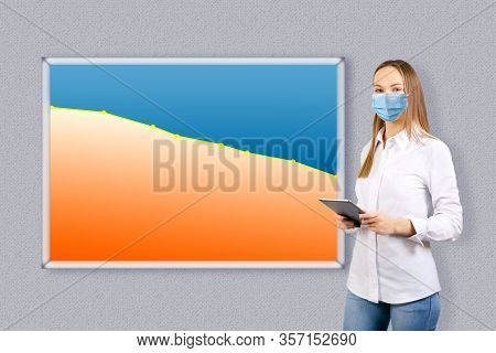 Businesswoman Showing  Graph In Decline Of The Economy. Decline Chart Of Statistics Of Corona Virus.