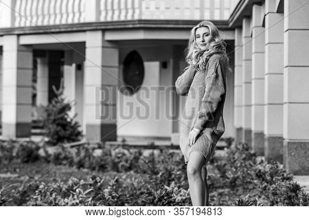 Free Style Comfortable. Enjoy Softness. Blonde Girl Make Up Face Fall Outfit. Knitwear Concept. Cash