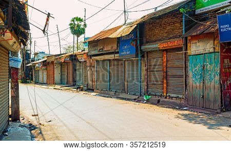 Gobardanga,west Bengal,india-march 22,2020: Markets Closed And The Roads Empty For Janta Curfew Lock