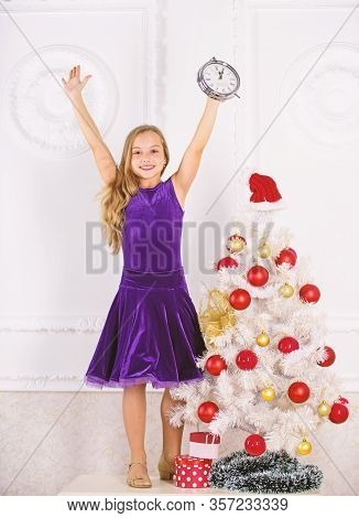 New Year Countdown. Last Minute New Years Eve Plans That Are Actually Lot Of Fun. Girl Kid Santa Hat