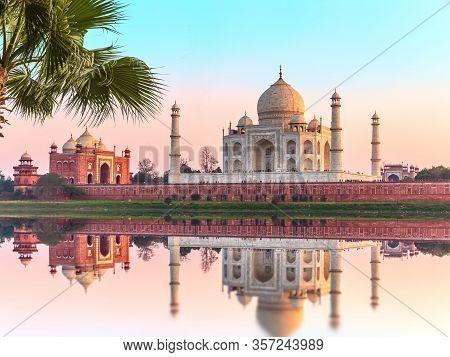 Taj Mahal Beautiful Scenery, India, Uttar Pradesh, Agra