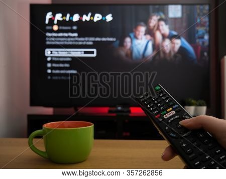 Uk, March 2020: Tv Television Friends Sitcom Series On Netflix
