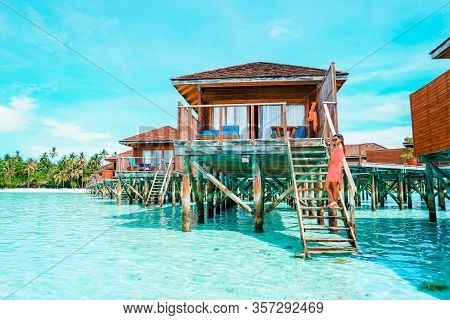 Maldives Tropical Island, Beautiful Isolated Luxury Water Bungalows Maldives In The Blue Green Ocean