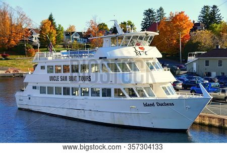 Alexandria Bay, New York, U.s.a - October 24, 2019 - The View Of Uncle Sam Boat Tours On The Dock By