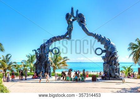 Playa Del Carmen, Mexico - Dec. 26, 2019: Visitors Mingling On Fundadores Park Beach At Playa Del Ca