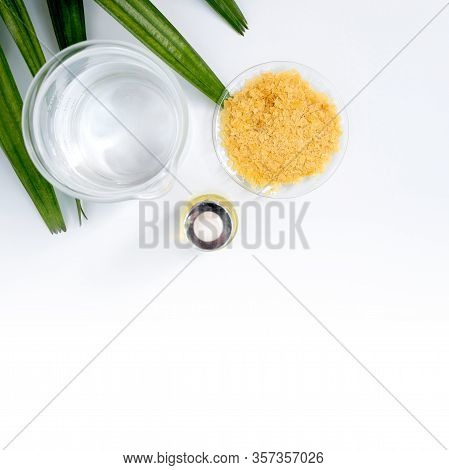 Carnauba Wax Flakes Sp-200, Chemical Used In Otc Products And Topical Pharmaceuticals. Chemicals For