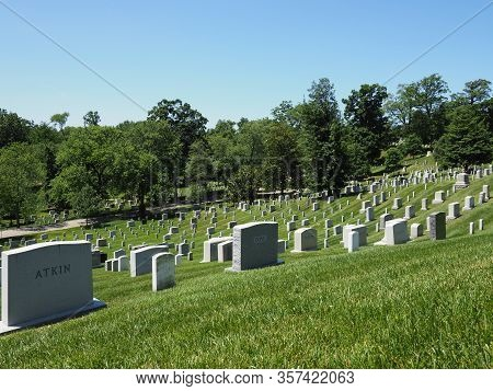 Washington D.c., Usa - June 4, 2019: Image Of The Many Gravestones In The Arlington National Cemeter